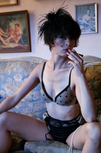 érotique original femme fumerie opium boudoir lingerie,nu charme