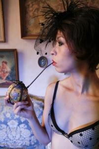 pipe à opium,nu charme