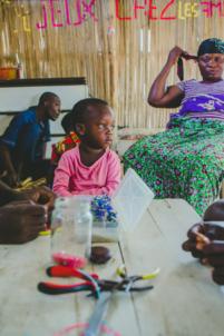 fabrication de bijoux avec des perles,mission humanitaire