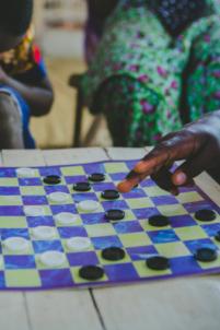 jeu de dames,mission humanitaire