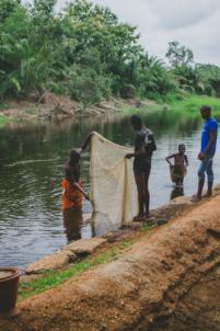 nettoyage rivière de codji à lokossa,mission humanitaire
