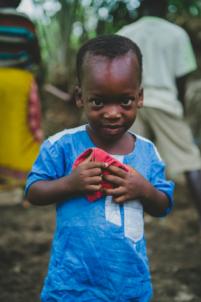 enfant béninois en tenue traditionnelle,mission humanitaire