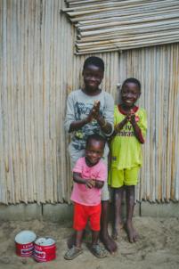 orphelins béninois frappent dans leurs mains,mission humanitaire