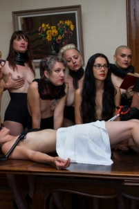 groupe de femmes sm cravache fraise col bonne soeur,nu érotique