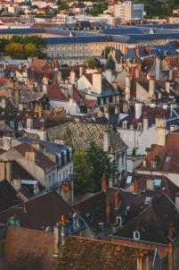 vue du ciel, tuiles vernissées, toits bourguignons,Dijon Bourgogne